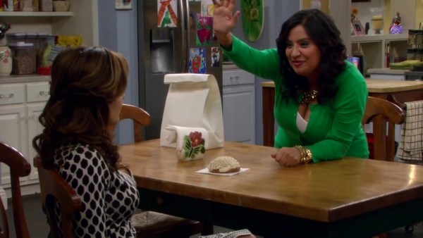 cristela-gets-picked-up-02