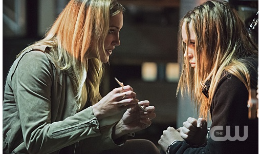 "Arrow -- ""Beyond Redemption"" -- Image AR405B_0208b.jpg -- Pictured (L-R): Katie Cassidy as Laurel Lance and Caity Lotz as Sara Lance -- Photo: Dean Buscher/ The CW -- © 2015 The CW Network, LLC. All Rights Reserved."