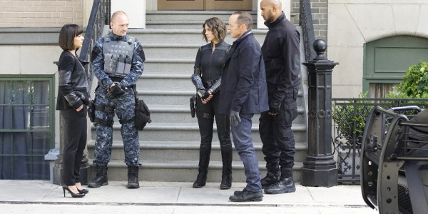 """MARVEL'S AGENTS OF S.H.I.E.L.D. - """"Devils You Know"""" - Having reluctantly agreed to share information with Rosalind and the ATCU, Coulson and the team go in search for the Inhuman who is killing off other Inhumans, and May feels that Hunter's mission to take down Ward is getting too personal, on """"Marvel's Agents of S.H.I.E.L.D.,"""" TUESDAY, OCTOBER 20 (9:00-10:00 p.m., ET) on the ABC Television Network. (ABC/Kelsey McNeal) CONSTANCE ZIMMER, ANDREW HOWARD, CHLOE BENNET, CLARK GREGG, HENRY SIMMONS"""