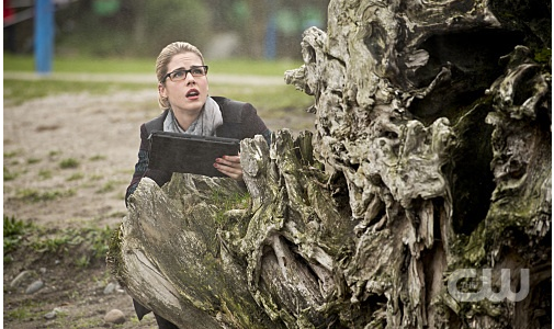 "Arrow -- ""Dark Waters"" -- Image AR409A_0133b.jpg -- Pictured: Emily Bett Rickards as Felicity Smoak -- Photo: Diyah Pera/ The CW -- © 2015 The CW Network, LLC. All Rights Reserved."