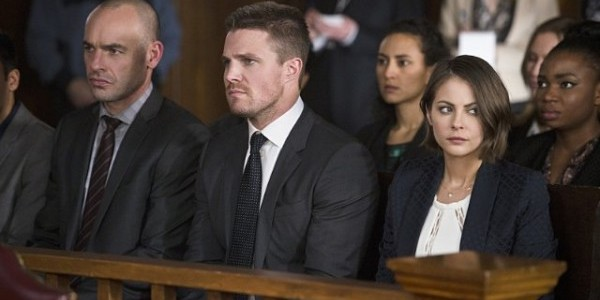 arrow-broken-hearts-paul-blackthorne-stephen-amell-willa-holland-600x400