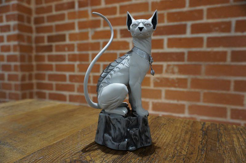 lying cat statue 1