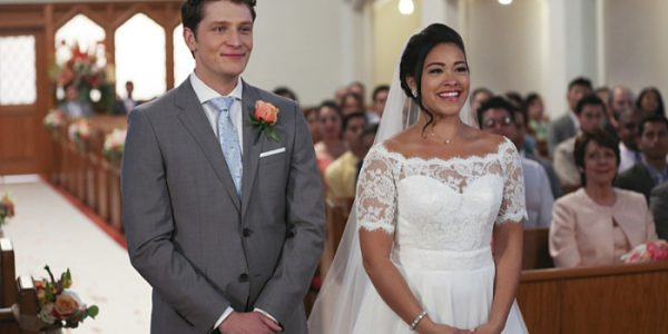 "Jane The Virgin -- ""Chapter Forty-Four"" -- Image Number: JAV222b_0154.jpg -- Pictured (L-R): Brett Dier as Michael and Gina Rodriguez as Jane -- Photo: Scott Everett White/The CW -- © 2016 The CW Network, LLC. All Rights Reserved"